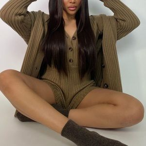 Short knit jumpsuit with long sleeves taupe